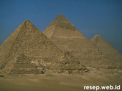 image from http://www.resep.web.id/wp-content/uploads/2008/09/pyramid-23.jpg