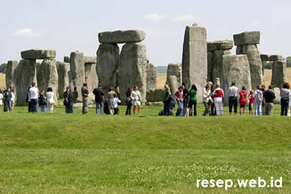 image from http://www.resep.web.id/wp-content/uploads/2008/09/stonehenge-1.jpg